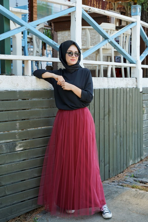Gamze Ozkul Skirt Claret Red