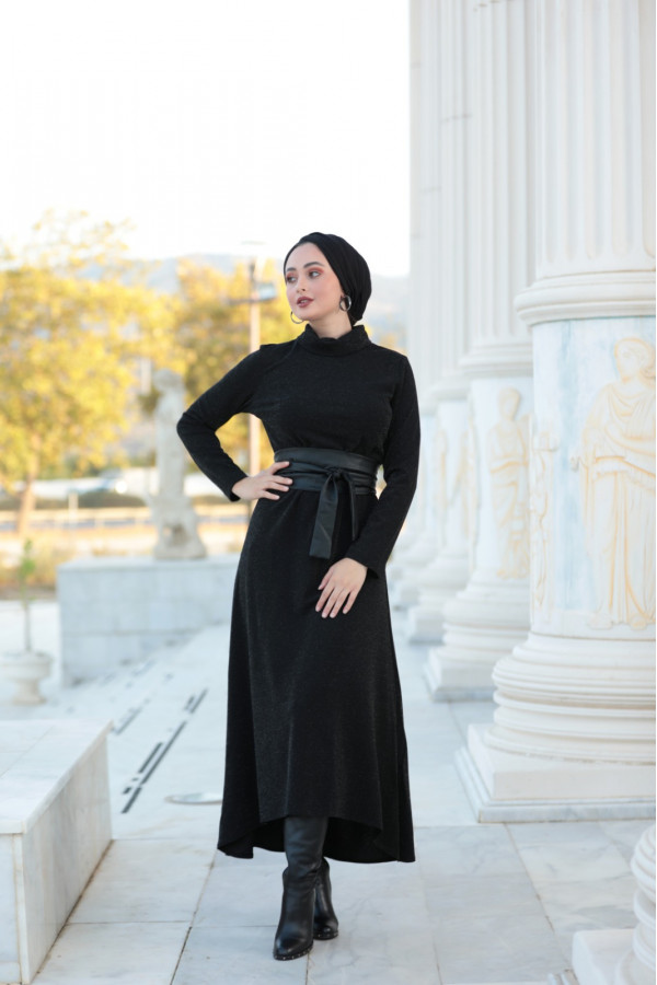 Gamze Ozkul dress
